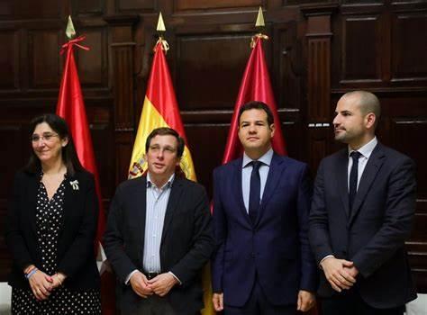 Diez alcaldes madrileños cobran más de 70.000 euros y una veintena no tiene sueldo