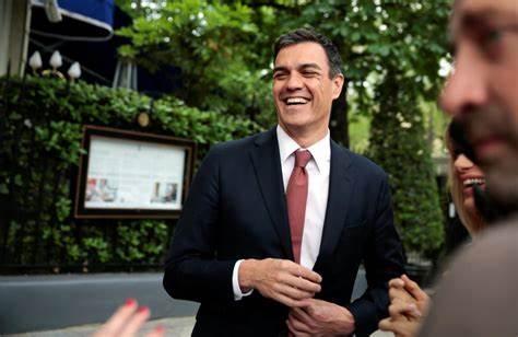 Pedro Sánchez y sus ministros sí se aplicarán para 2022 la subida salarial del 2% que fue rechazada para diputados y senadores